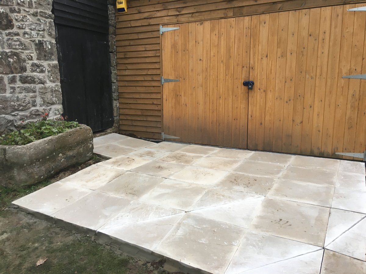 Image of garage patio mork